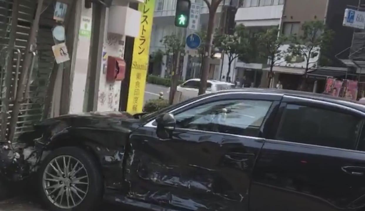 【西区】6月9日(日)の早朝にお店に突っ込むほどの追突事故が発生したようです